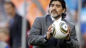 وفاة أسطورة الكرة الأرجنتينية مارادونا..والرئيس يعلن الحداد العام